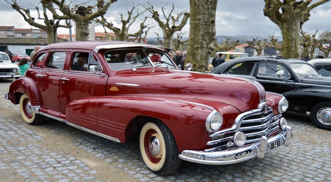 Automóveis clássicos desfilaram charme na Vila de Prado