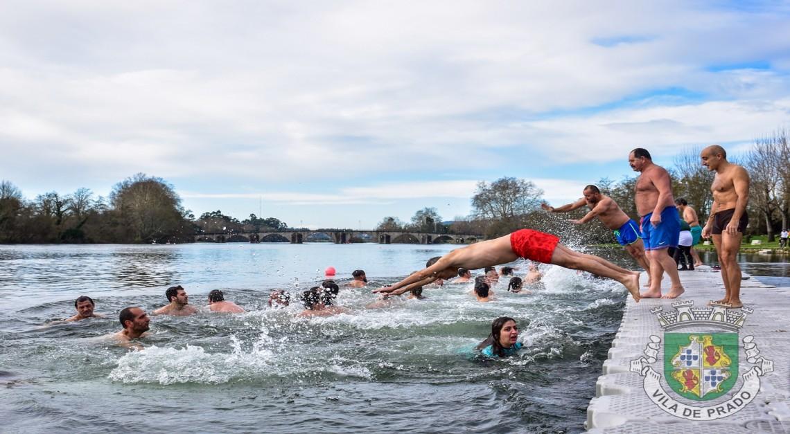 'Mergulho no Cávado – 1º Domingo do Ano': Meia centena de corajosos começaram o ano de forma revigorante!