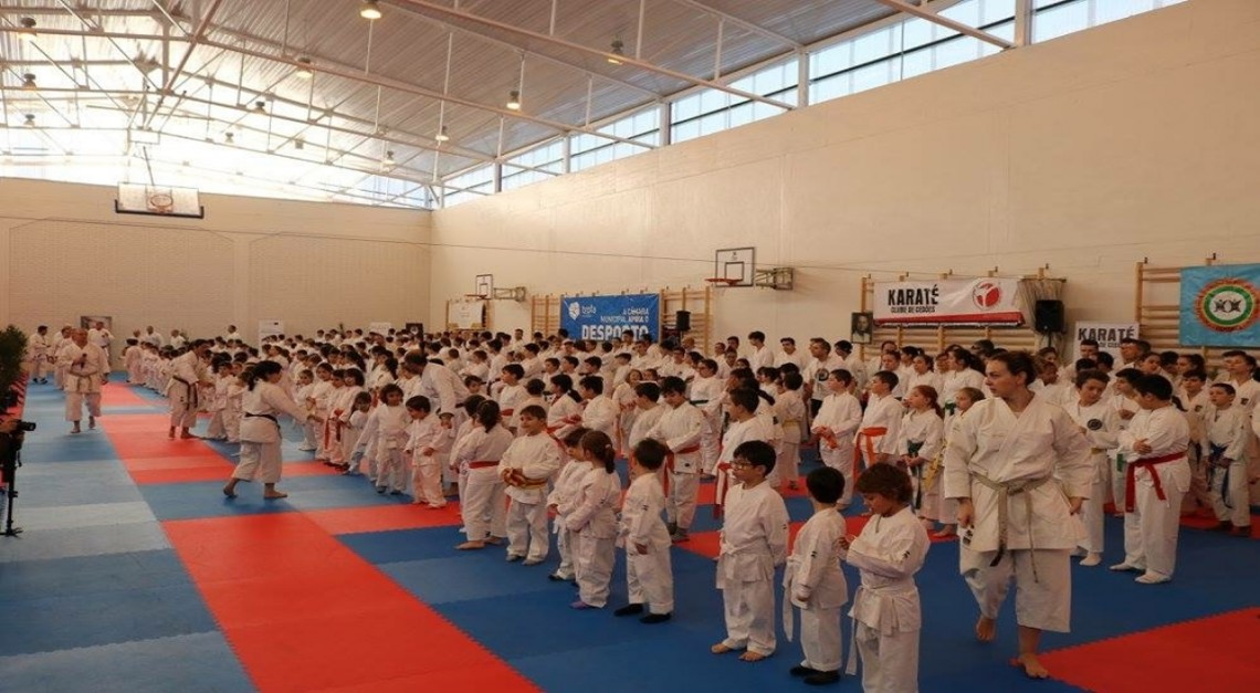 Várias graduações e medalhas para o karate pradense!