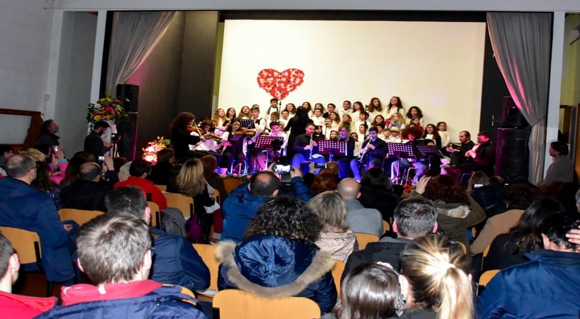Mês do Romance: Banho de multidão e chuvas de aplausos o concerto da Escola de Música da Freguesia da Vila de Prado!