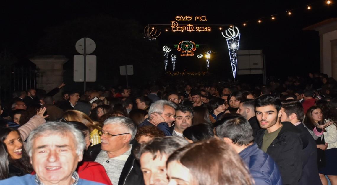 Vila de Prado: Largos milhares de pessoas comeram o Ovo na Ponte para mais um ano sem dores de cabeça!