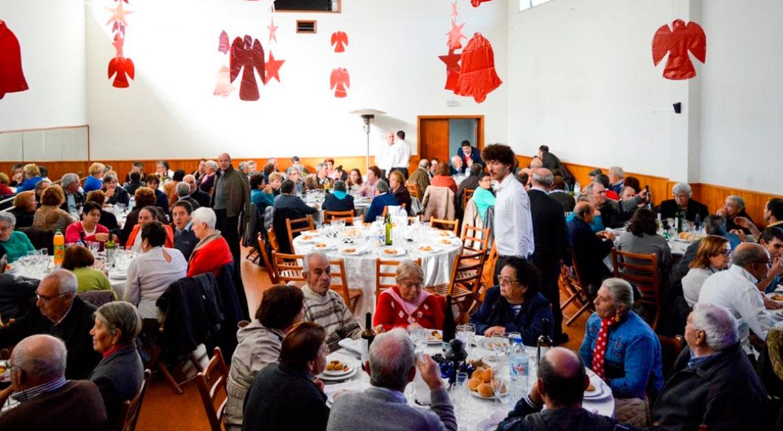Mais de uma centena de pessoas no almoço de Natal da Junta