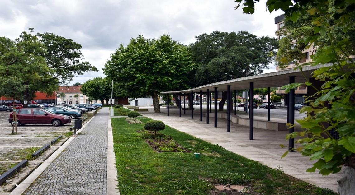 Feira de Antiguidades, Velharias e Usados aos sábados no Largo de S. Sebastião