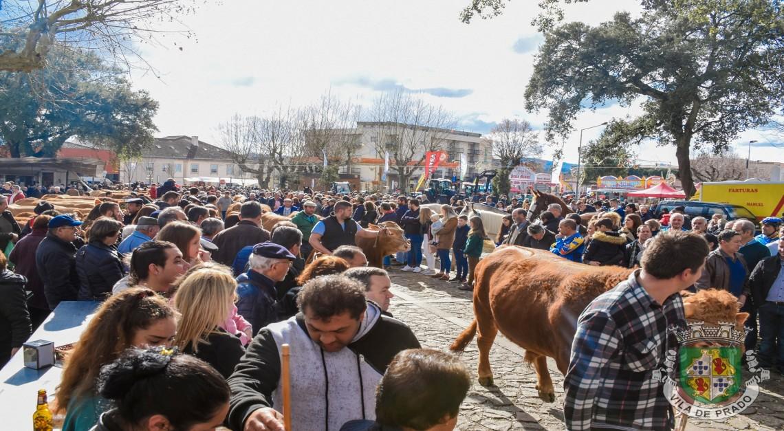 Mar de gente na Vila de Prado para a secular Feira dos Vinte!