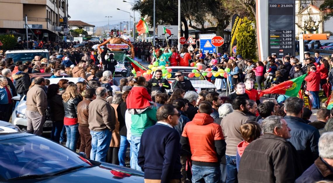 A folia sai à rua no Carnaval da Vila de Prado 2019!