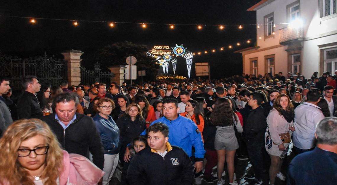 Vila de Prado. Milhares de pessoas afastaram as dores de cabeça e cumpriram a tradição Pascal do Ovo na Ponte!