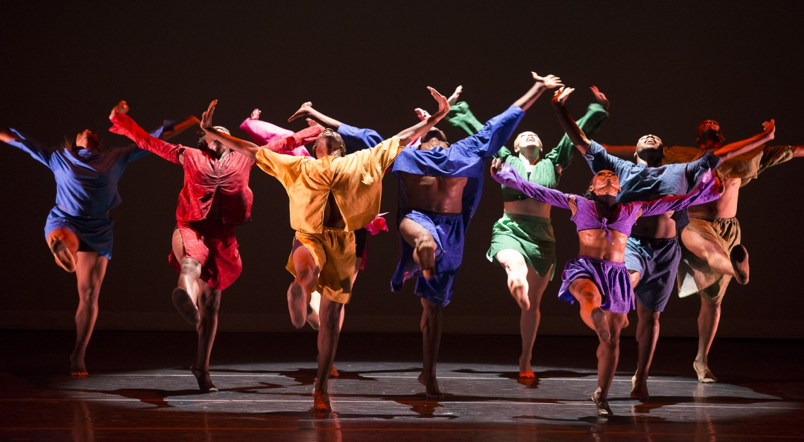 Zumba, hip-hop e dança contemporânea na Escola de Música de Prado
