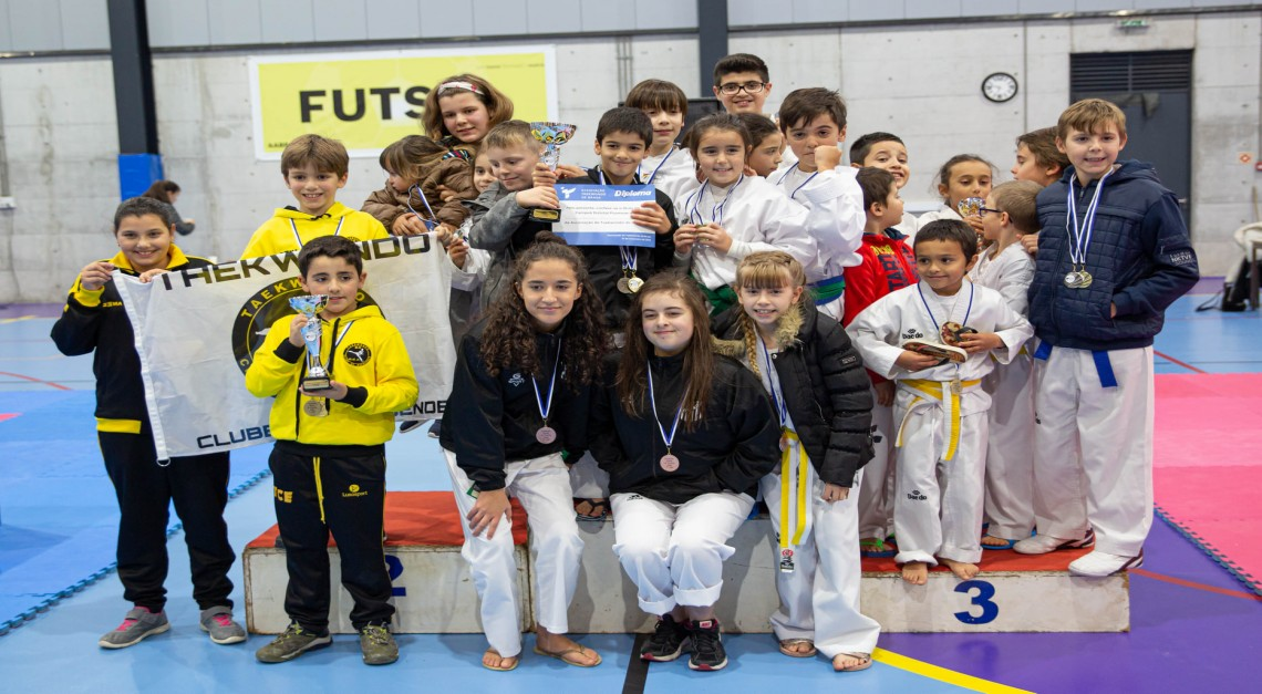 Taekwondo do GD Prado é campeão distrital de Infantis em Poomsae