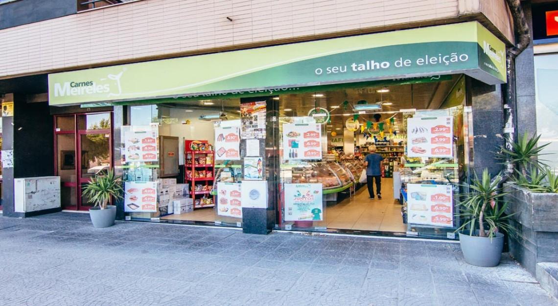 COVID-19. Vila de Prado - Supermercado Carnes Meireles faz entregas gratuitas ao domicílio