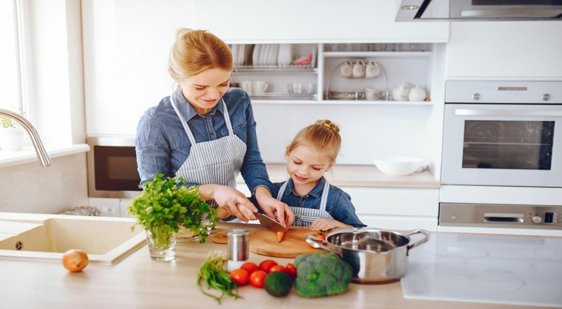 COVID-19. Isolamento com crianças, atividades e cuidados alimentares